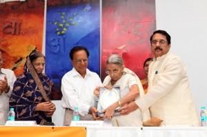 पद्मा बिनानी , विश्वनाथ सचदेव,  श्रीमती सुमंगला,  राज पुरोहित